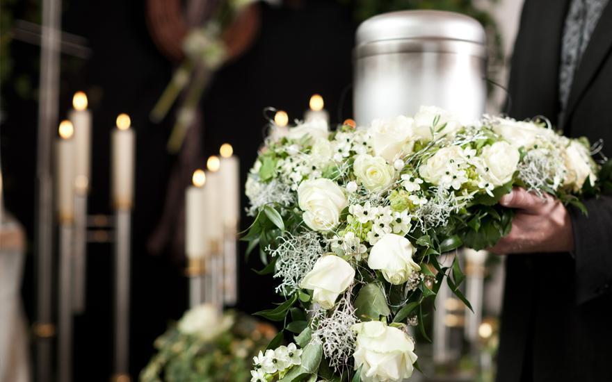 ceremonia pogrzebowa urna