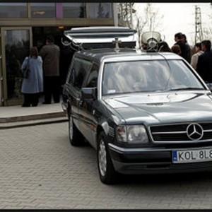 Przewóz trumny - karawan pogrzebowy
