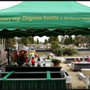 przygotowanie ceremonii pogrzebowej na cmentarzu